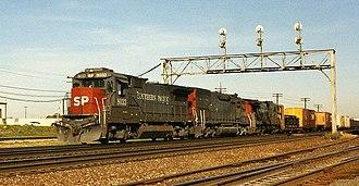 GE Dash 8 Series - An SP B39-8 leads a westbound train through Eola, Illinois (just east of Aurora).
