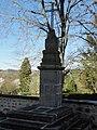 Saint-Julien-la-Geneste (Puy-de-Dôme) croix face à l'église.JPG