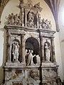 Salas - Colegiata de Santa María la Mayor - Mausoleo de D. Fernando de Valdés Salas (Pompeo Leoni. 1576-1584).jpg