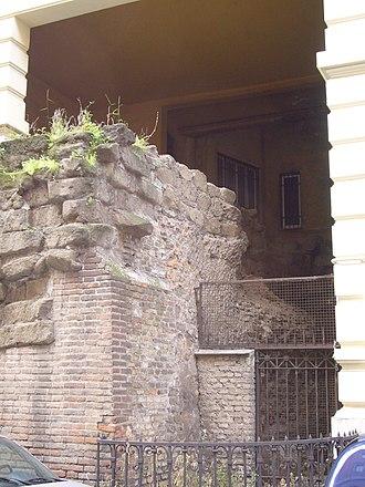 Servian Wall - in via Salandra