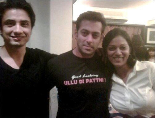 Salman Khan wearing Ullu Da Pattha T-Shirt