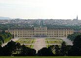 Schloss schoenbrunn juni 2011 morgens.JPG