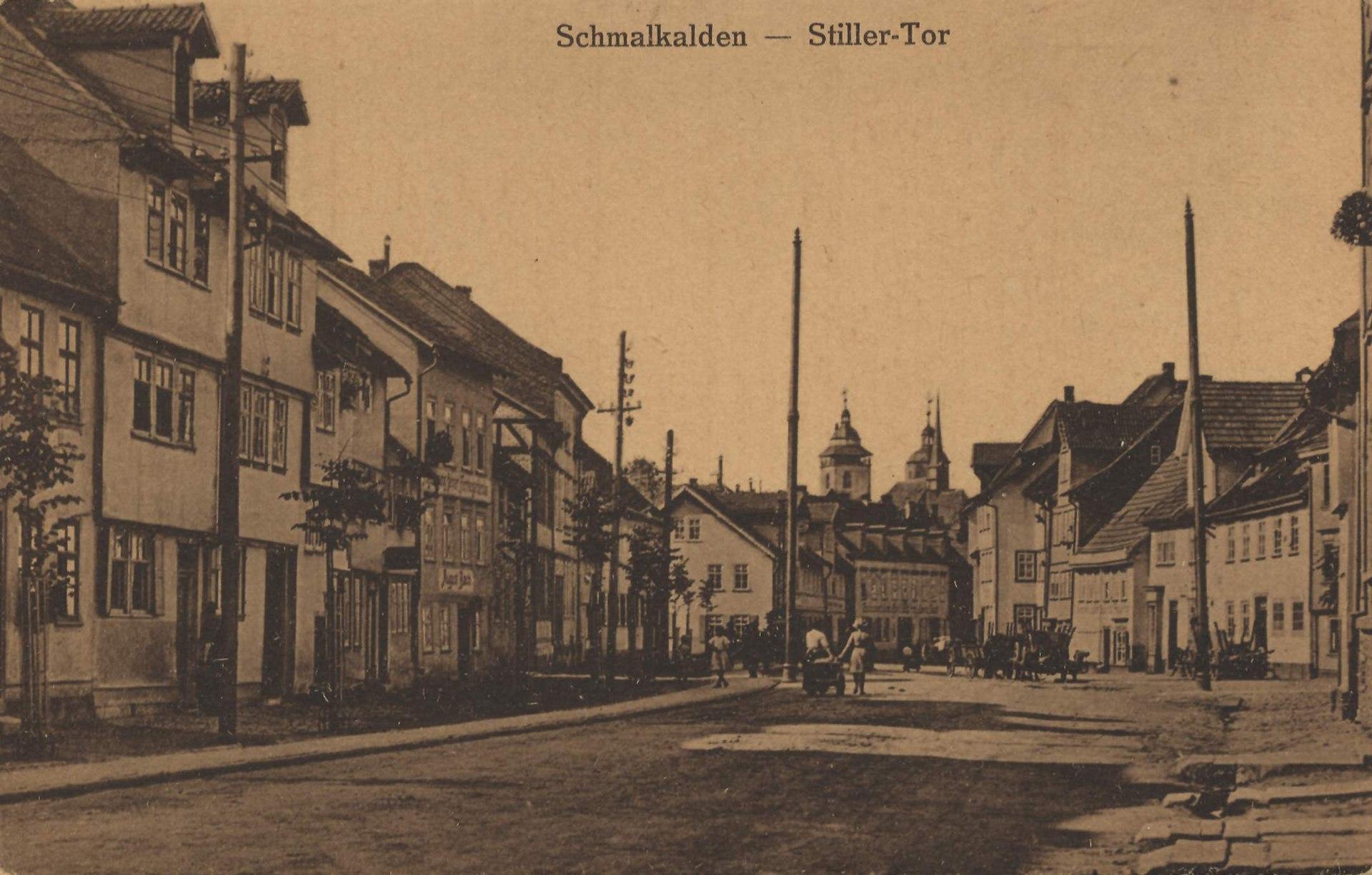 Schmalkalden, Thüringen - Straße mit Stillertor (Zeno Ansichtskarten).jpg
