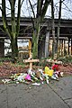 Seattle - improvised memorial on Lakeview 02.jpg