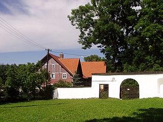 Brána se sochou svatého Pavla