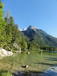 See Hintersee, Teilansicht, im Hintergrund Hochkalter (vom Zauberwald aus gesehen).jpg