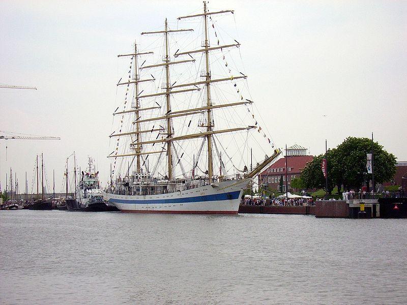 File:Segelschulschiff Mir.jpg