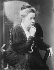 Selma Lagerlöf seated.jpg