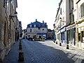 Senlis - Place Henri IV 02.jpg