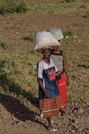 Shaba National Reserve - Image: Shaba Kenya women carrying sacks