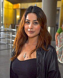 Shehnaaz at airport.jpg