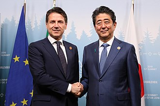Giuseppe Conte - Conte with Japanese Prime Minister Shinzō Abe in June 2018