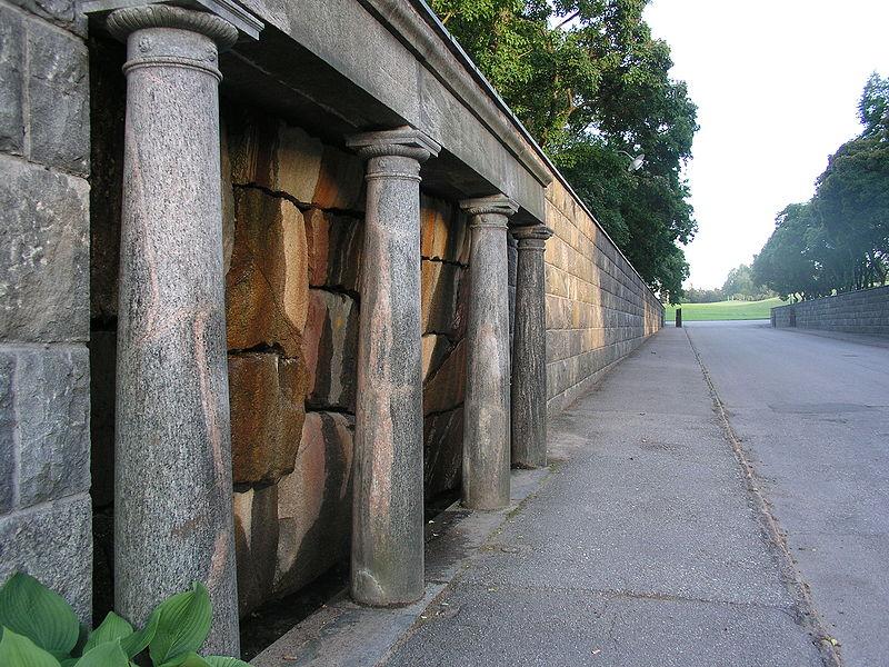 File:Skogskyrkogarden Nymfeum.jpg