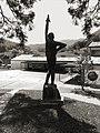 Skulptur, David und Goliath, 1965, Schule Reigoldswil, von Jakob Probst (1880–1966).jpg