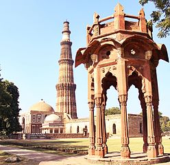 Smith's Cupola, Qutb Minar, Alai Darwaza and Tomb of Imam Zamin, Qutb Complex - 1.jpg