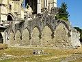 Soissons (02), abbaye Saint-Jean-des-Vignes, cloître gothique, aile nord ruinée.jpg