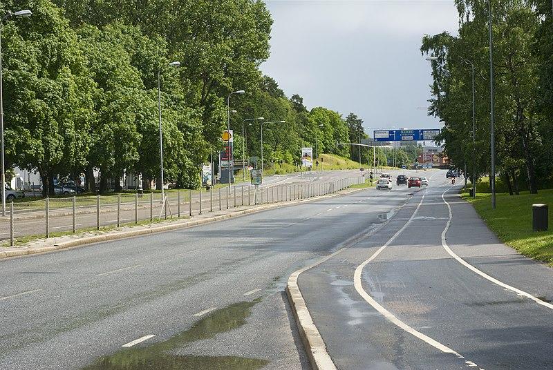File:Solnavägen juni 2011b.jpg