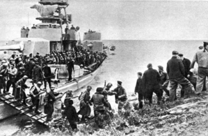 Soviet troops crossing Sungari on Amur Flotilla Monitor Sungari Offensive.png