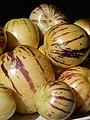 Starr-140402-0158-Solanum muricatum-fruit-Hawea Pl Olinda-Maui (24610933844).jpg