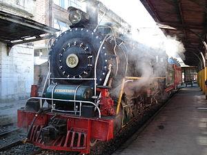 Tren Turistico de la Sabana - Image: Steam engine 85 shunting stock at La Sabana station, Bogota on 2.January.2011