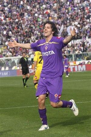 Italiano: L'attaccante della Fiorentina Stevan...