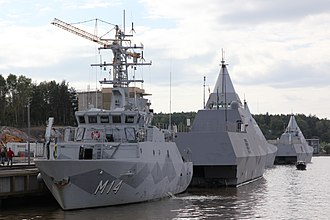 Tumblehome - Comparison of conventional hull and the Visby-class corvette