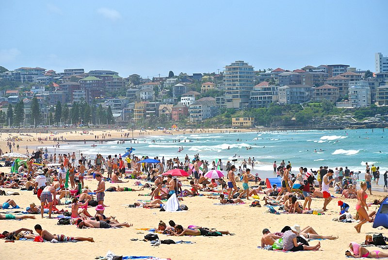 File:Summer at Manly Beach.jpg