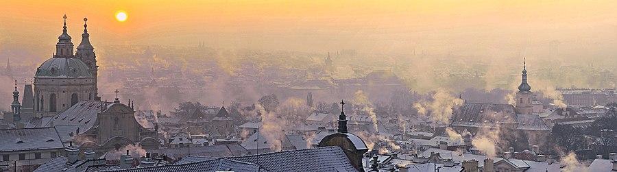 <center>Прага. Восход в Старом городе 12.2.2012 года