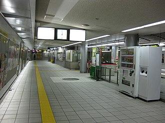 Tanimachi Rokuchōme Station - Image: Tanimachi 6 chome Station Nagahori Tsurumi ryokuchi line Ticket gate