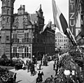 The Hague, May 1945. At the old town hall, Dagelijkse Groenmarkt.jpg