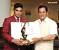 The Minister of State for Youth Affairs and Sports (Independent Charge), Shri Sarbananda Sonowal conferring the Arjuna Award 2015 on Boxer Mandeep Jangra, in New Delhi on September 16, 2015.jpg