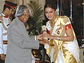 The President, Dr. A.P.J. Abdul Kalam presenting the Padma Shri Award – 2006 to Ms. Shobana Chandrakumar, a well-known Classical dancer, Choreographer teacher and actress, in New Delhi on March 20, 2006.jpg