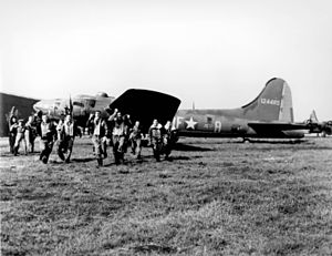 Memphis Belle (aircraft) - The crew back from their 25th operational mission.  All were awarded the Distinguished Flying Cross and the Air Medal.