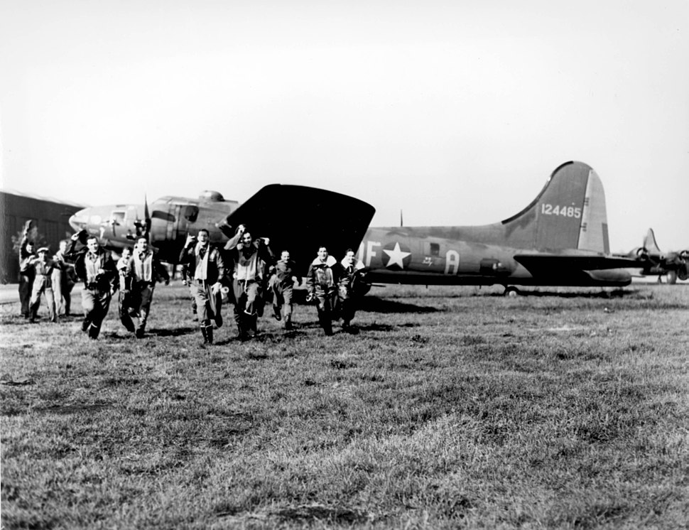 "The crew of the B-17 ""Memphis Belle"""