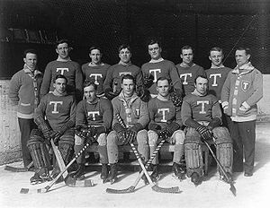 Con Corbeau - Corbeau, second from left in the back row, with the 1913–14 Toronto Blueshirts.