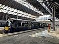 Trains in Glasgow Queen Street station 04.jpg