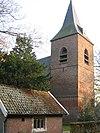 foto van Nederlands Hervormde Kerk. Eenbeukige bakstenen kruiskerk met koor, uitgebouwde sacristie en toren