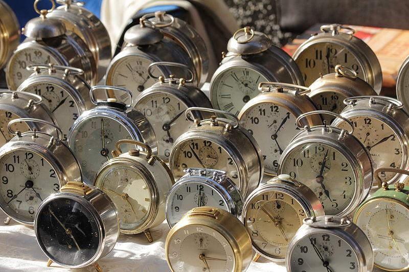 File:Trento-Mercatino dei Gaudenti-alarm clocks.jpg