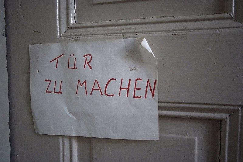 Bohrlöcher Zu Machen : datei tuer zu machen bf wikipedia ~ Frokenaadalensverden.com Haus und Dekorationen