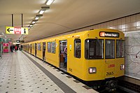 U9 im U-Bahnhof Zoologischer Garten.jpg