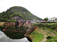 Uchinokura Dam and lake 1.jpg
