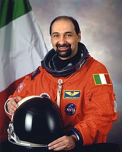 Umberto Guidoni portrait.jpg