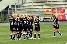 Samling med holdet før en match 2011.