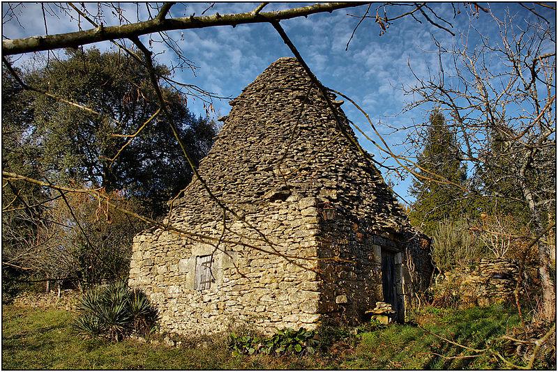 File:VITRAC (Dordogne) - Cabane en pierre sèche aux Mazers.jpg