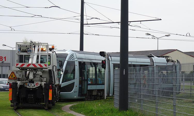 Valenciennes & Anzin - Déraillement de la rame de tramway n° 17 à la sortie du dépôt de Saint-Waast le 11 avril 2014 (118).JPG