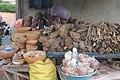 Vendeuse de medicament traditionelle à Aboisso 01.jpg