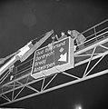 Verlichte richtingsborden bij Maastunnel bij zuidelijke uitgang, plaatsen borden, Bestanddeelnr 916-1866.jpg