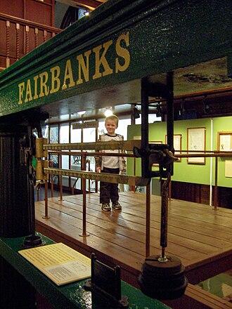 Thaddeus Fairbanks - Image: Very large Fairbanks scale