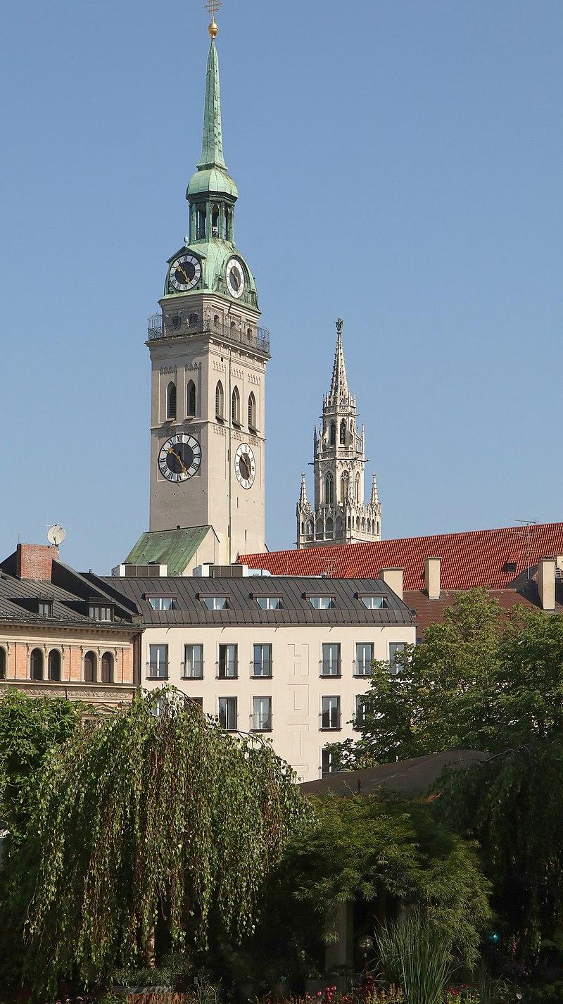 800px-Viktualienmarkt_und_Turm_Alter_Peter_09.jpg