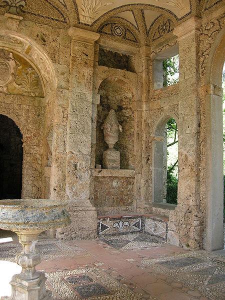 File:Villa reale di marlia, grotta del dio pan, interno, vano ingresso 01.JPG